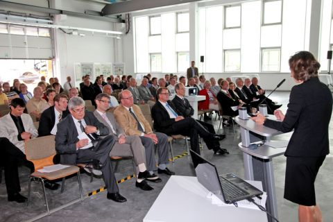 Die Jahresversammlung der TU Clausthal fand in der Werkhalle des künftigen Zentrums für Materialtechnik statt. Demnächst werden dort Maschinen und Prüfstände aufgebaut. Foto: Bertram