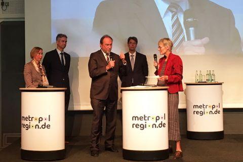 Plädierte für einen Ausbau der Informatik an Niedersachsens Hochschulen: TU-Präsident Professor Thomas Hanschke (Mitte). Foto: Schönrock