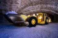 Mit großen Schaufelladern wird losgesprengtes Rohsalz transportiert. Verschiedene Fördertechniken stehen im Fokus des Bergbau-Kolloquiums an der TU Clausthal. Foto: K+S