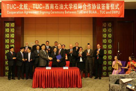 Vertreter der Clausthaler Delegation unterzeichneten in Peking Kooperationsverträge mit zwei chinesischen Universitäten.