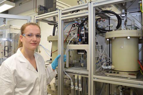 An einem Versuchsstand im Energie-Forschungszentrum wird auf dem Gebiet von Redox-Flow-Speichern geforscht. Foto: Institut