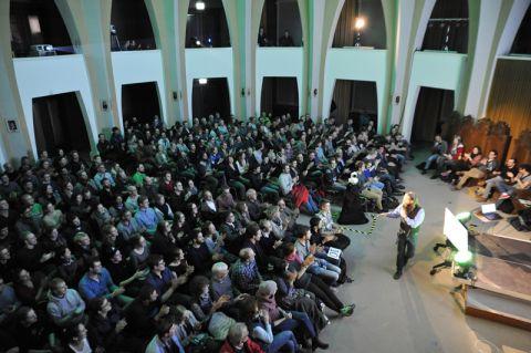 Volles Haus: Der Science Slam in der Aula Academica war ein Publikumsmagnet bei der Langen Nacht der Wissenschaften an der TU Clausthal. Foto: Ernst